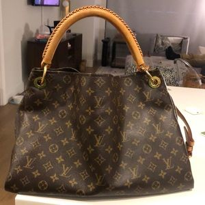 SOLD Louis Vuitton Artsy MM